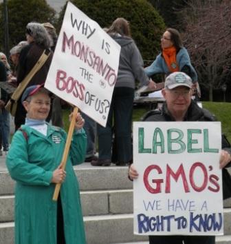 CP_2012-04-12_VPIRG_GMO_Rally_OnRamp_Pic